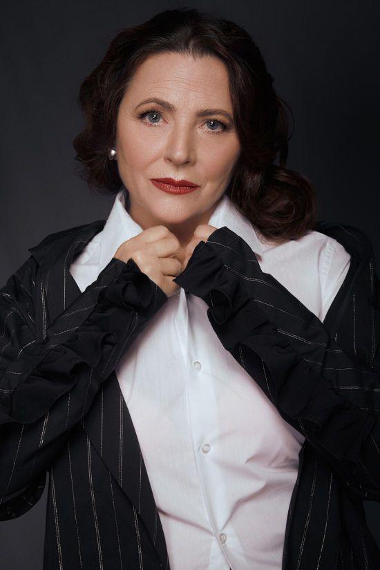 Такою її ще не бачили: 70-річна Ніна Матвієнко приголомшила образом у стильній фотосесії