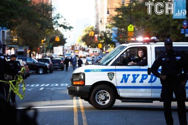 """Теракт в Нью-Йорке: нападающий размахивал муляжами оружия и кричал """"Аллаху Акбар!"""" - СМИ"""