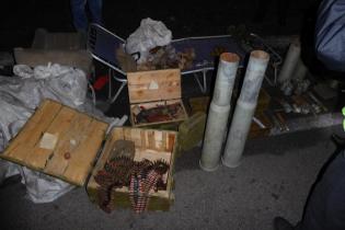 У Києві у чоловіка виявили гранатомети, вибухівку та тисячі патронів