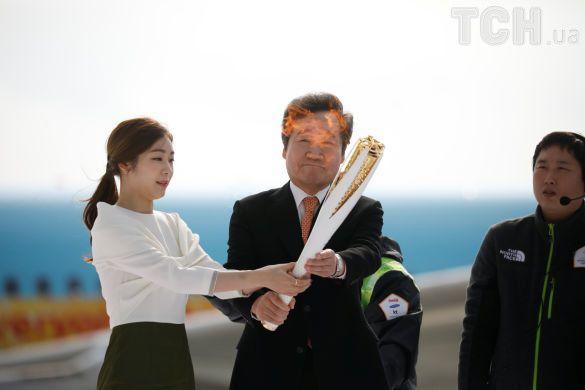 Олімпійський вогонь прибув до Південної Кореї_1