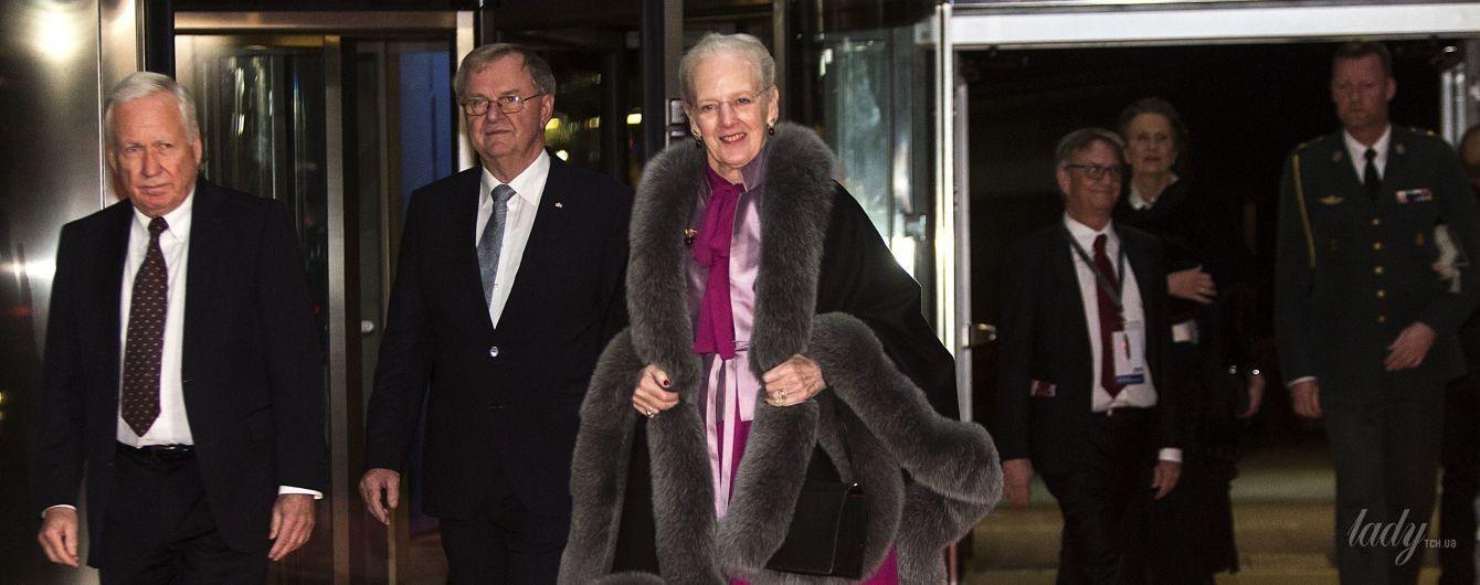 В лиловом платье и блестящих колготах: 77-летняя королева Маргрете II впечатлила вечерним образом