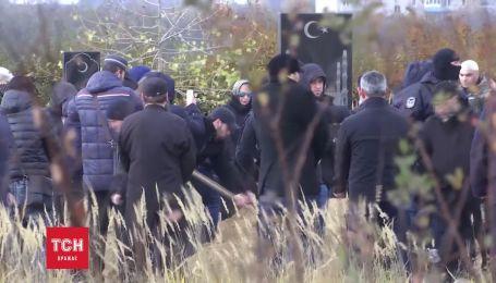 Добровольца Амину Окуеву похоронили в Днепре