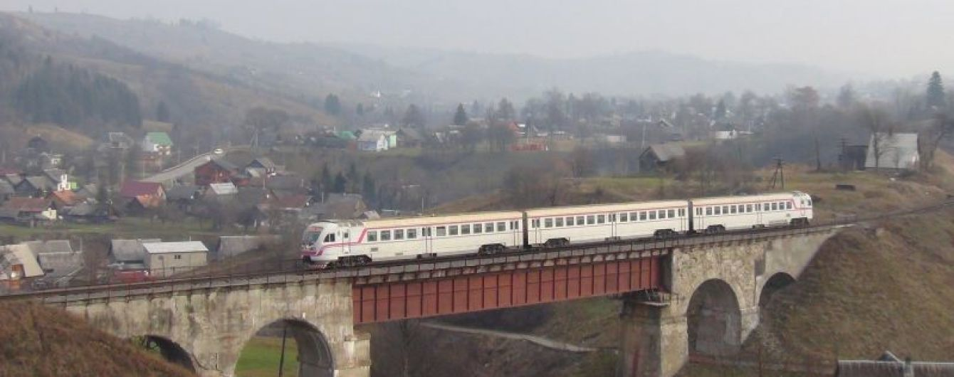 На Закарпатье расследуют загадочное убийство 14-летней девушки, тело которой бросили под мостом