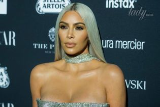 В сексуальном комбинезоне и черном парике: Ким Кардашьян похвасталась новым образом на Хэллоуин