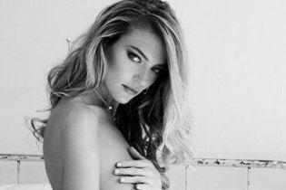 """Сексуальная и обнаженная: """"ангел"""" Марта Хант в фотосете для мужского глянца"""