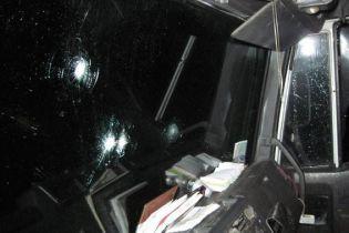 На трасі на Чернігівщині нападники у масках обстріляли та пограбували вантажівку