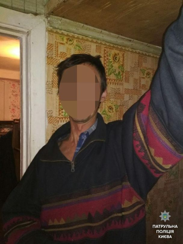 Синяки на виске и темени. В Киеве мальчик вызвал полицию из-за издевательств отца над младшим братиком