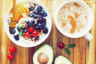 Щастя і успіх на тарілці зі сніданком