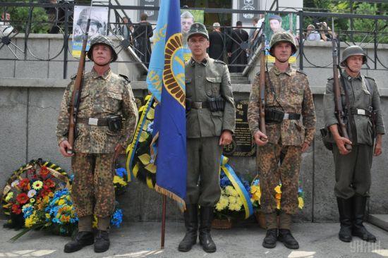 Українців обурило рішення Польщі закрити кордони для прихільників СС Галичина