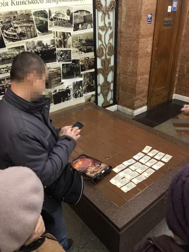 Чиновник Киевской таможни погорел на взятке в почти 10 тыс. гривен