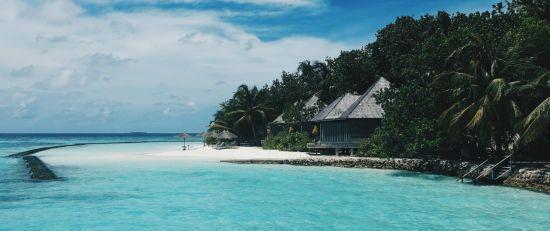 Сотни туристов отказались лететь на Мальдивы через чрезвычайное положение