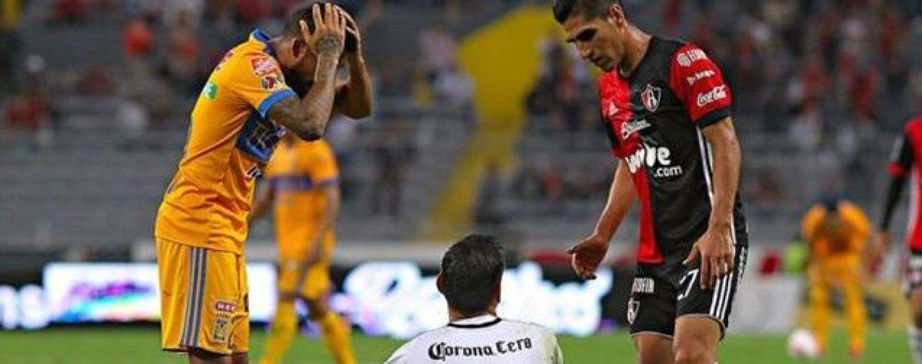 Аргентинский вратарь получил страшную травму колена