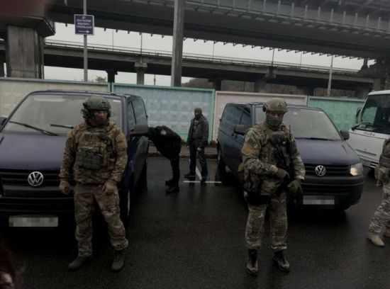 СБУ затримала двох росіян за спалення автівки родини нардепа і організацію фейкових мітингів