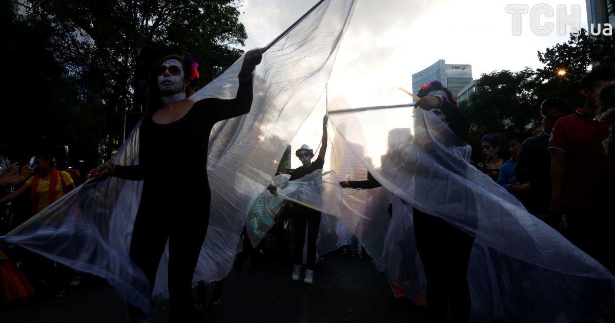 Парад зомби в Мехико @ Reuters