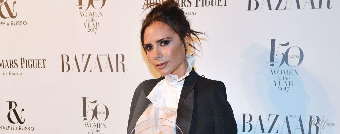 В широких брюках и блестящих лодочках: Виктория Бекхэм получила награду в Лондоне