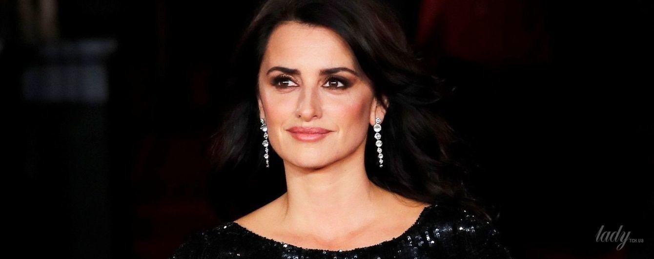 В блестящем платье с эффектным разрезом: красивая Пенелопа Крус на премьере фильма в Лондоне
