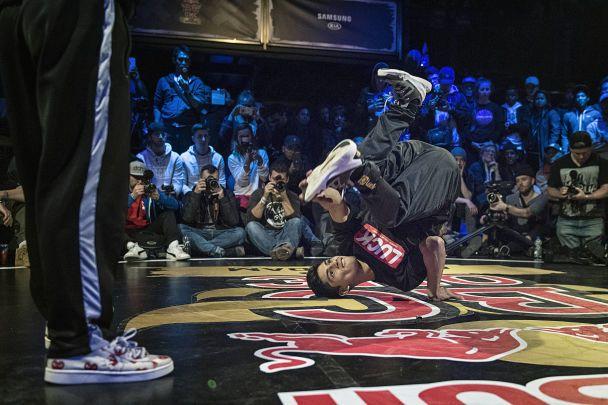 Дивись онлайн світовий фінал змагання бі-боїв Red Bull BC One, в якому бере участь українець