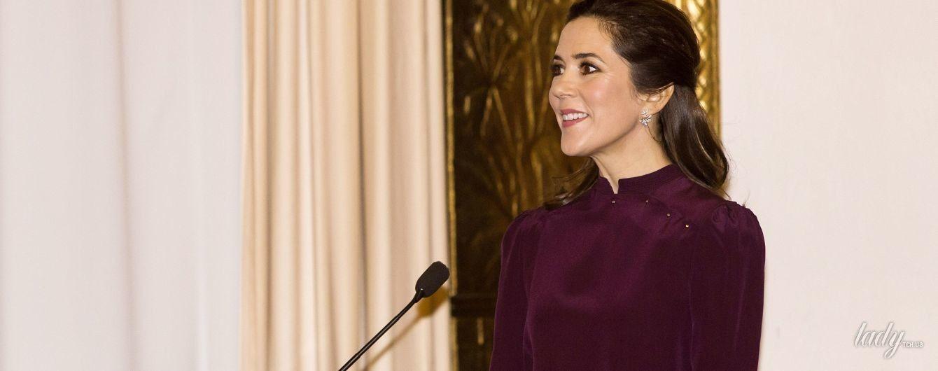 В элегантном наряде и питоновых лодочках: стильная принцесса Мэри на торжественном мероприятии