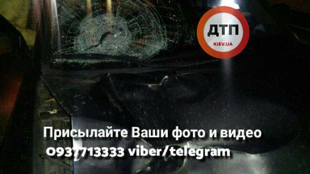 Моторошна ДТП під Києвом: позашляховик збив пішохода