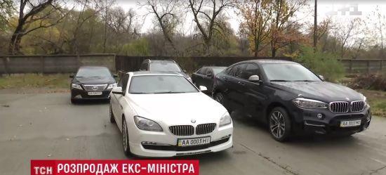 Ексклюзивні BMW з ідеальним салоном: держава виставила на аукціон автомобілі втікача Клименка