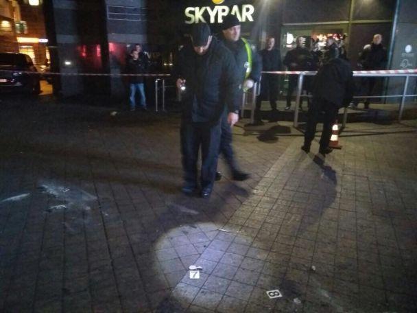 У Києві у хол стриптиз-клубу кинули вибухівку