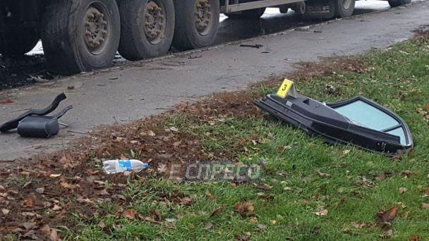 Смертельное ДТП в столице: Mercedes с 22-летним водителем влетел в фуру