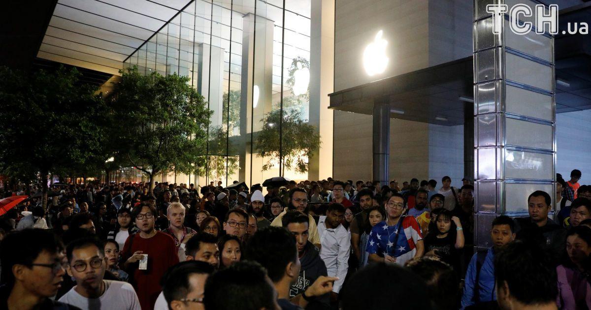 Черги за телефоном у Сінгапурі @ Reuters