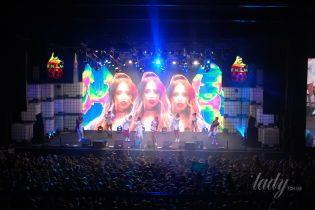 В кроп-топе и мини-шортах: Надя Дорофеева в сексуальном образе выступила на концерте в Киеве