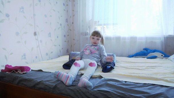Двум дочерям полицейского из Тернополя нужна помощь в противостоянии загадочной болезни