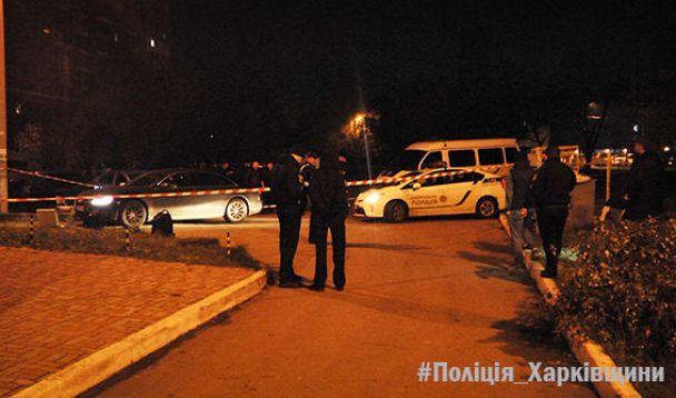 У центрі Харкова невідомі обстріляли авто, є загиблий