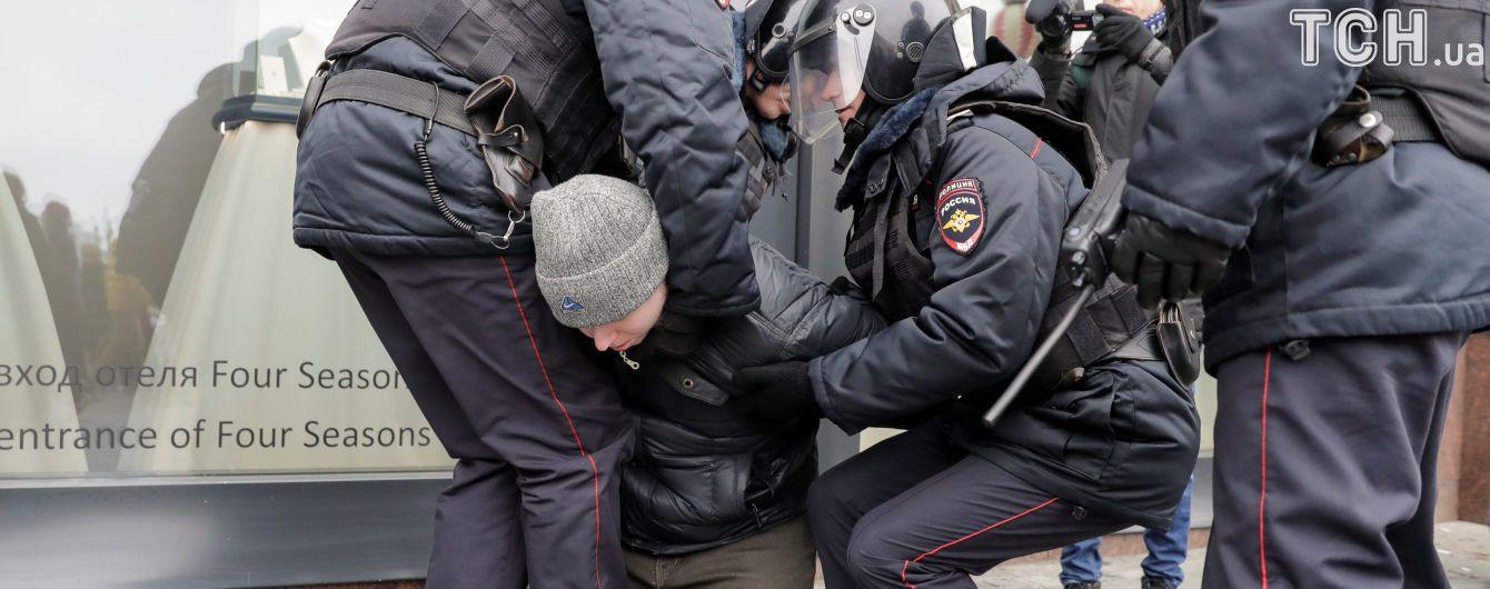 Правозащитники сообщают о более 400 задержанных по всей России