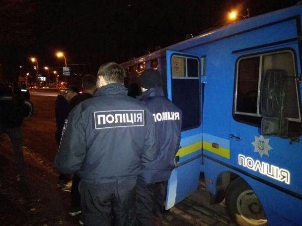 В Киеве более ста футбольных фанатов устроили массовую драку