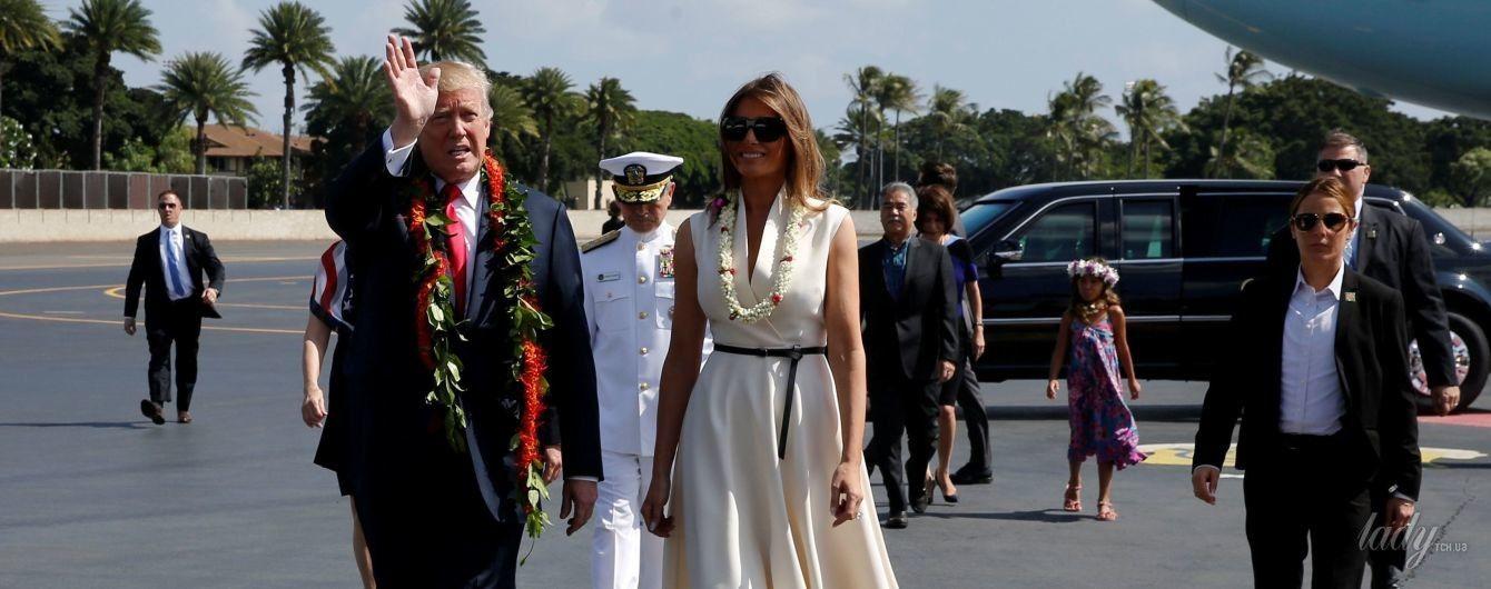 В белоснежном платье и питоновых туфлях: Мелания Трамп продемонстрировала красивый образ