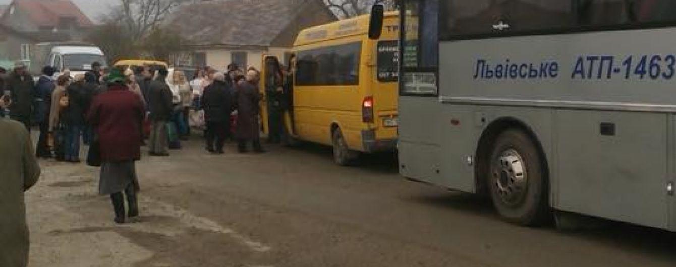 Селяни заблокували дорогу між Львовом і Дрогобичем
