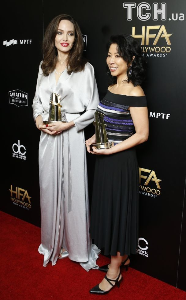 Hollywood Film Awards 2017: изысканная Джоли получила награду, а Уинслет поцеловалась с актрисой