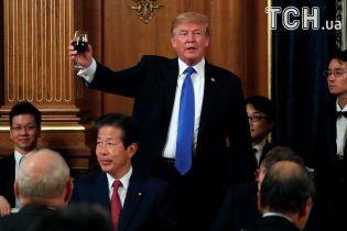 Масове караоке на iPhone X та обурення через обід Трампа в Японії. Тренди Мережі