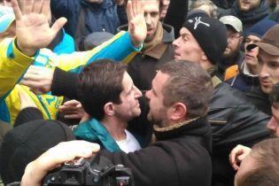 """""""Наконец-то мы до тебя добрались"""": в Киеве неизвестные избили Зоряна Шкиряка"""