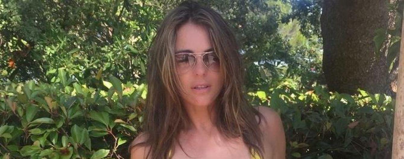52-летняя Элизабет Херли в бикини похвасталась сексуальной фигурой