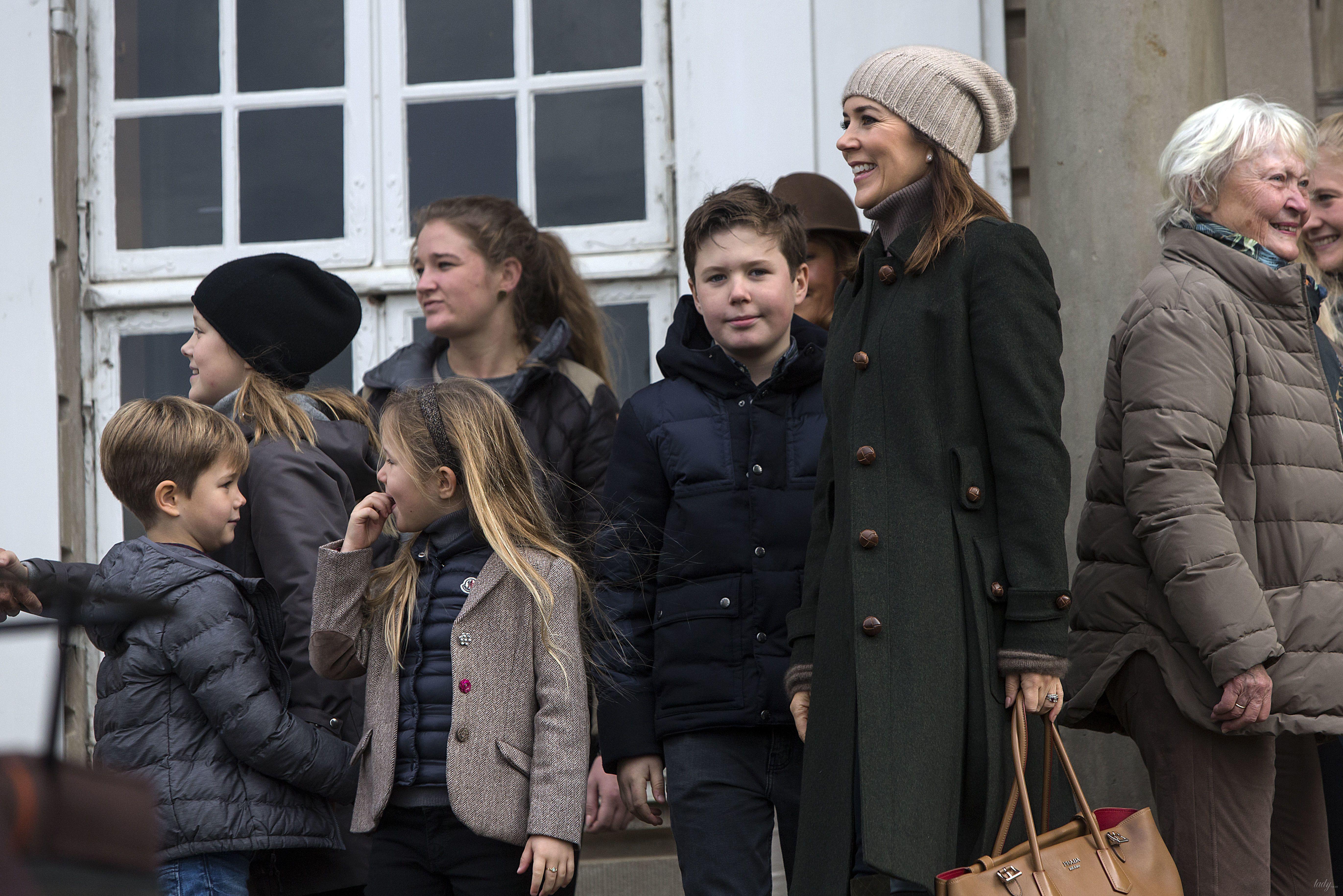 Кронпринцесса Мэри с детьми_3