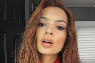 Эмили Ратажковски позировала полностью обнаженной в новой фотосъемке
