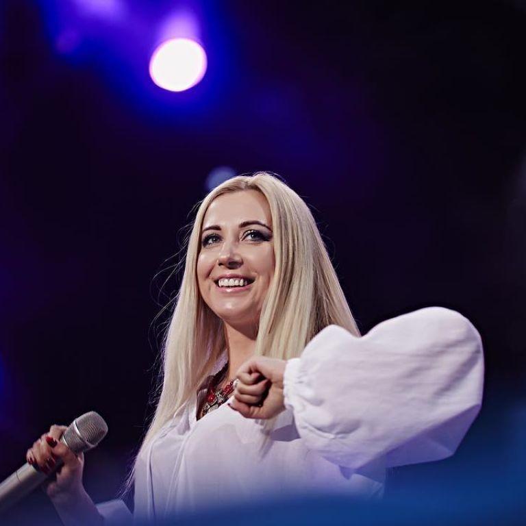 """Тоня Матвієнко поділилася, чи комплексує, що вона єдина в сім'ї без звання """"Заслуженого артиста"""""""