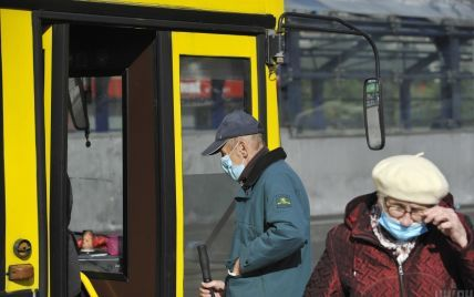 Чи висаджуватимуть пасажирів без COVID-сертифікату з автобуса: пояснили у Нацполіції