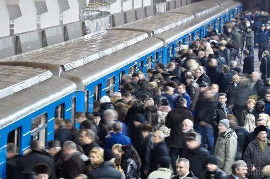 Хр*н його знає, через скільки років, але буде: кияни з гумором відреагували на звістку про контракт на метро на Троєщину