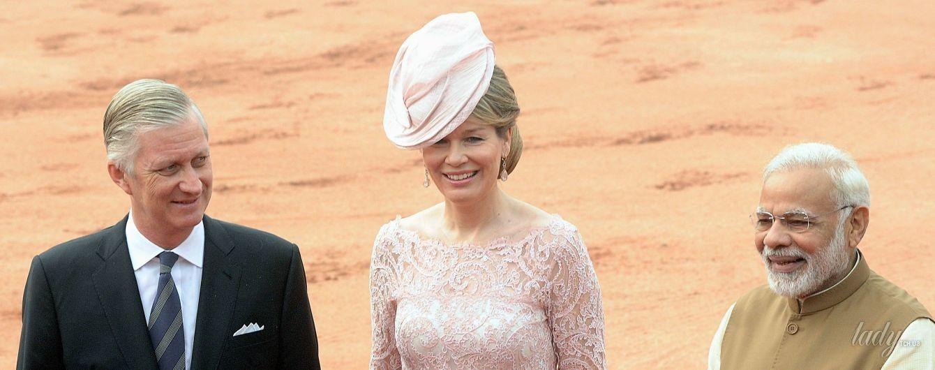 В кружевном платье и шляпе: бельгийская королева Матильда на торжественном приеме