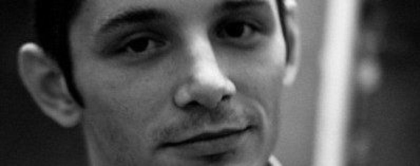 """Экс-боевик """"ДНР"""" и российский националист поджег памятник Ельцину в России"""