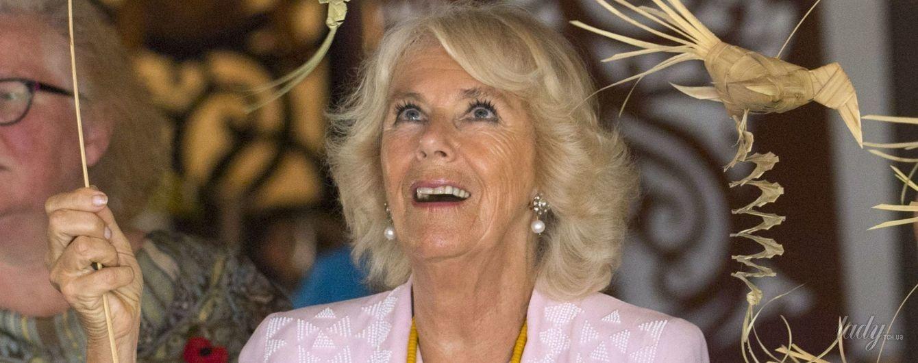 Теперь в розовом: герцогиня Корнуольская продемонстрировала еще один нежный образ