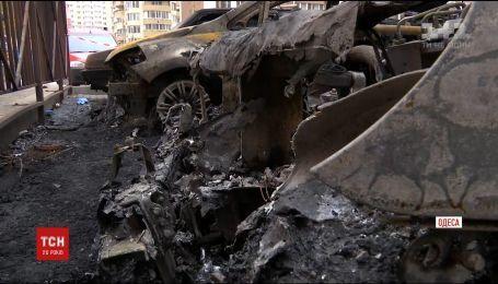 В Одессе неизвестные за несколько часов сожгли сразу два десятка автомобилей