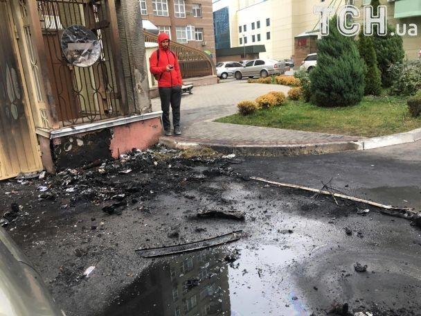 У Києві невідомі спалили елітне авто водія екс-міністра інфраструктури Пивоварського