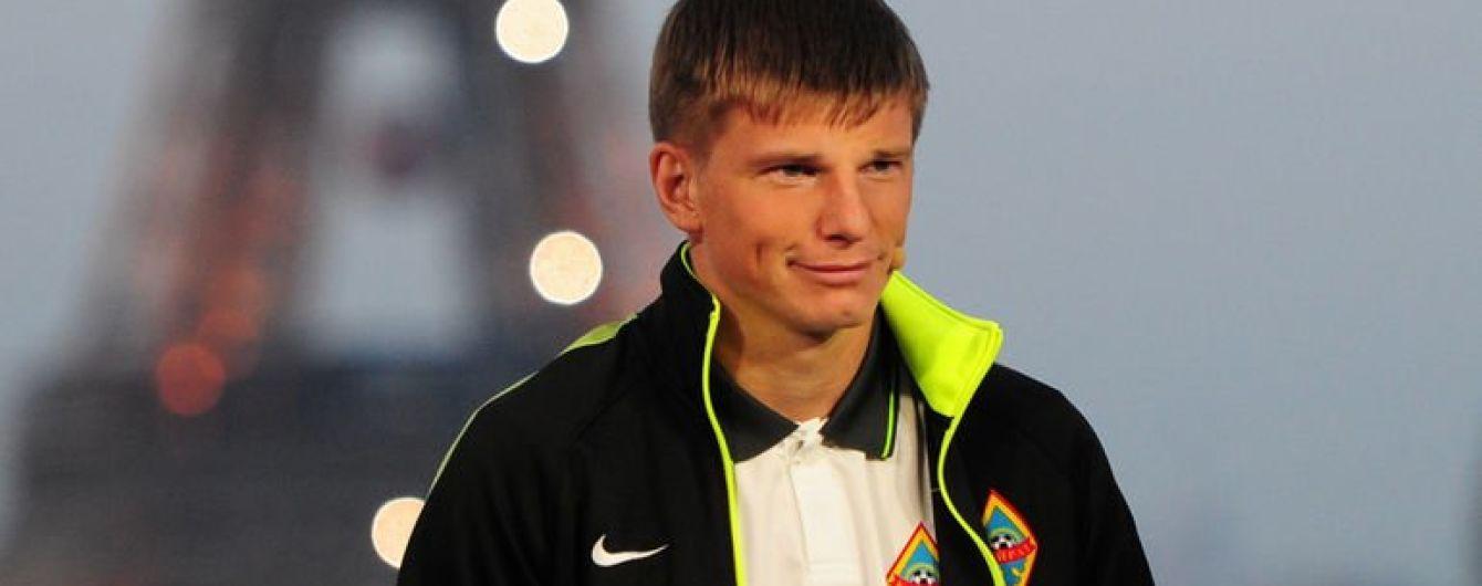 Російський футболіст поголив голову блогеру