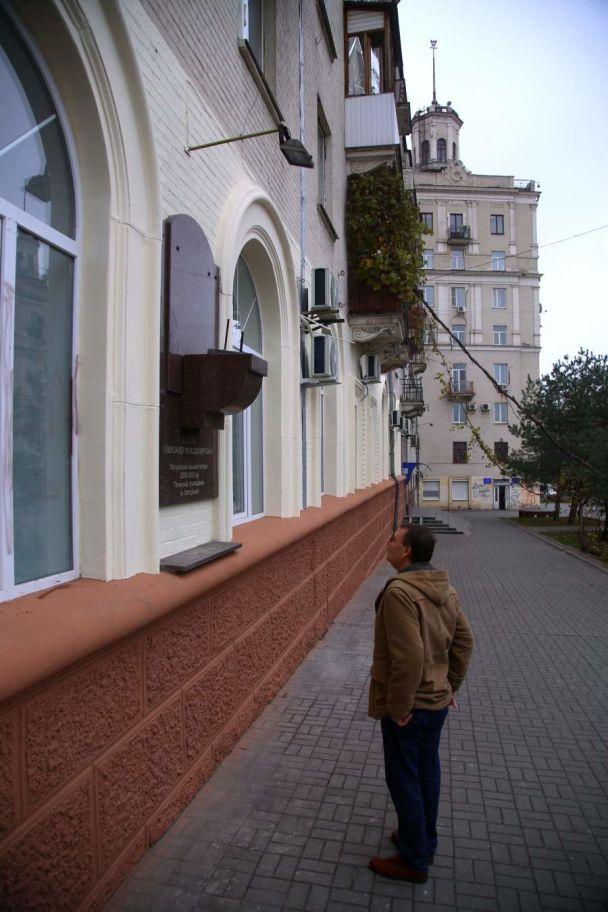 В центре Запорожья неизвестные украли бюст бывшего мэра